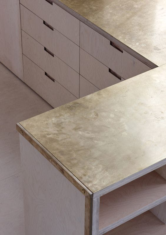 Материал столешницы на кухню от Dezeen – медь