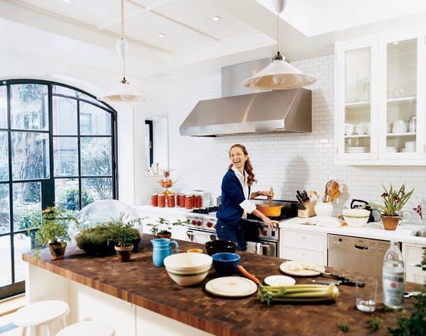 Столешница для кухонного острова из толстой доски с торцевой обработкой от Vogue