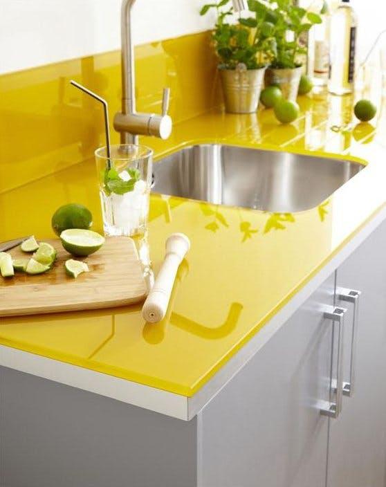 Стеклянная жёлтая столешница и фартук от Elle Maison