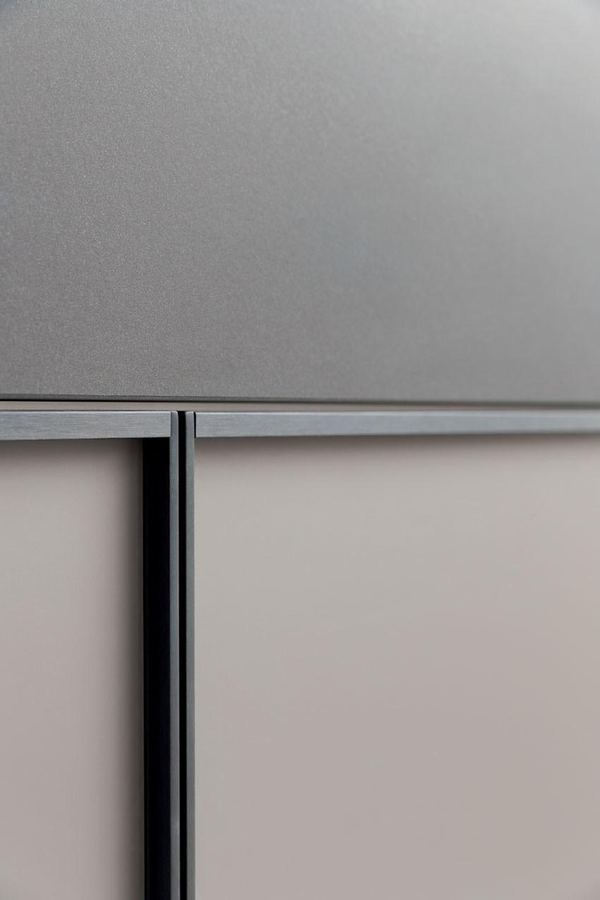 Мебель для кухни в минималистском стиле от дизайнера Стефано Каваццана - мелкая деталь интерьера крупны планом