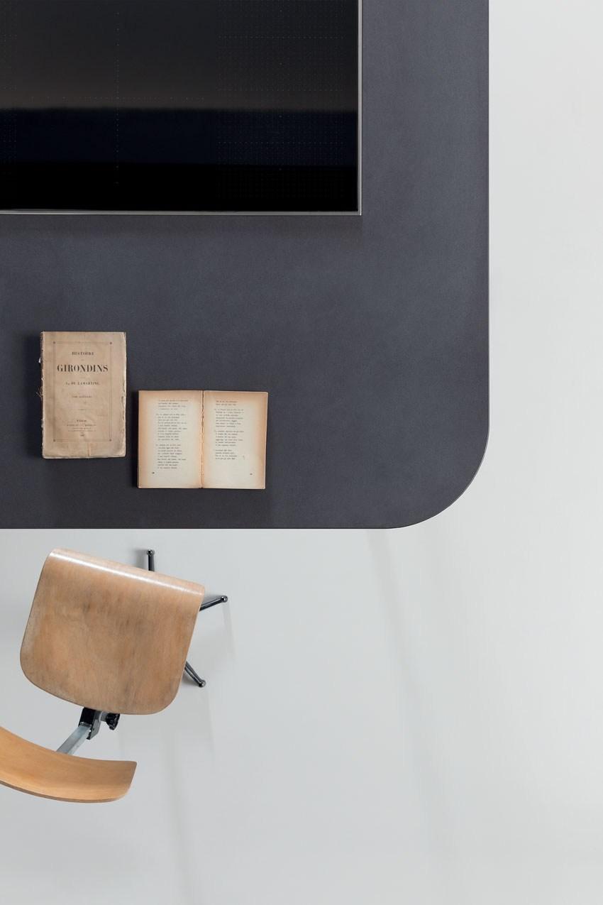 Мебель для кухни в минималистском стиле от дизайнера Стефано Каваццана - книги на столе