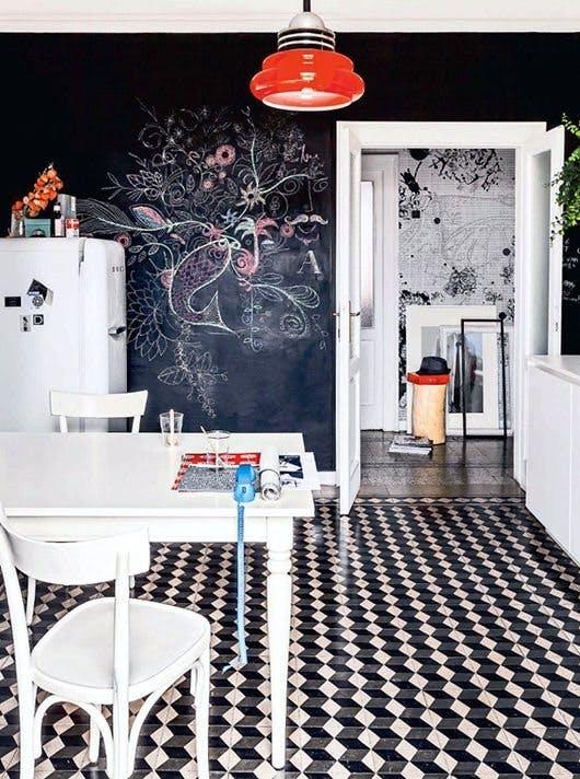 Меловая доска в интерьере кухни