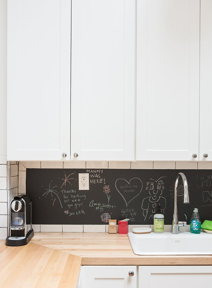 Меловая доска на кухонном фартуке