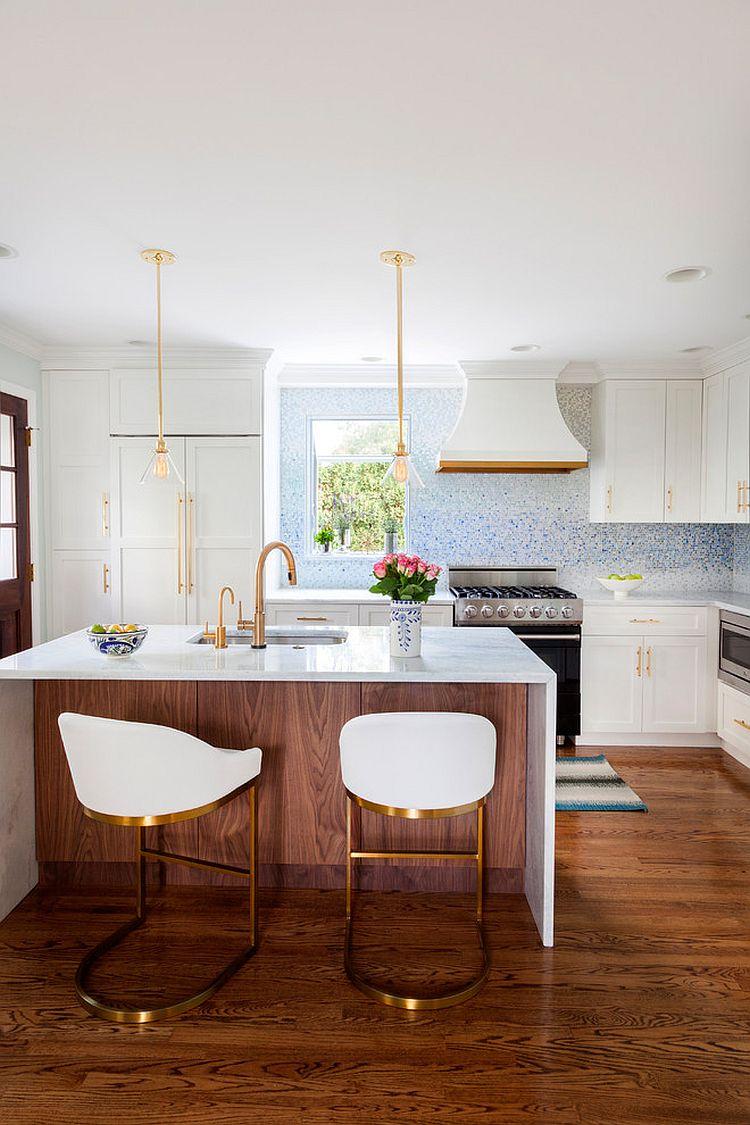 Металлические аксессуары для кухни: стулья с золотистыми ножками