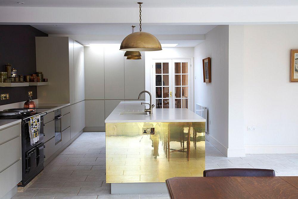 Металлические аксессуары для кухни: блестящая отделка кухонного острова