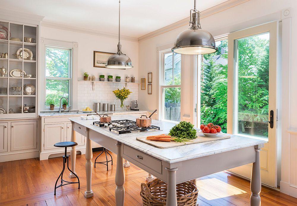 Металлические аксессуары для кухни: изящные стульчики