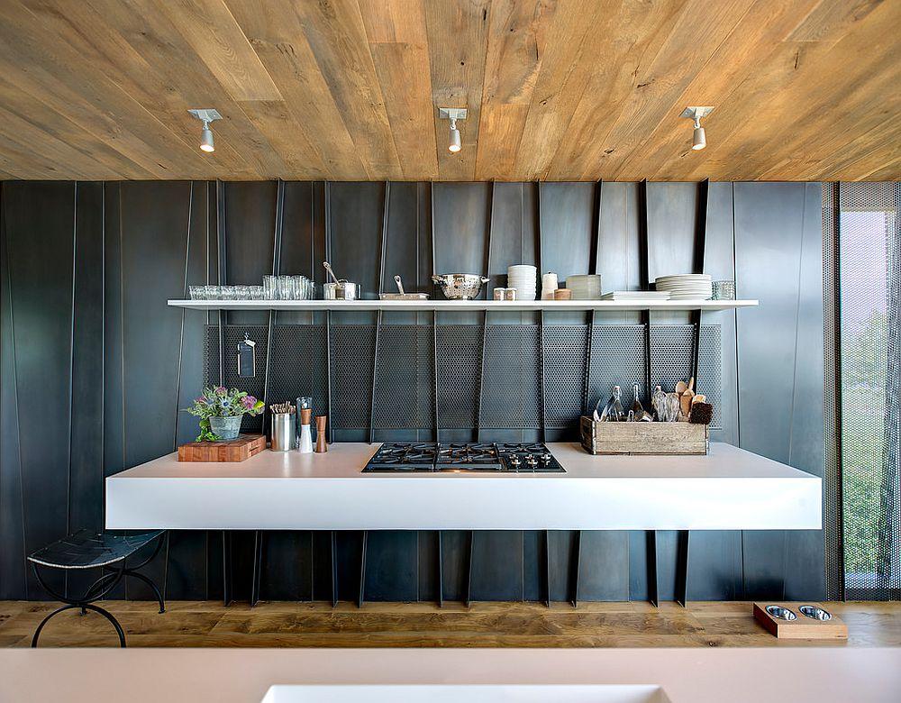 Металлические аксессуары для кухни: необычная отделка стен