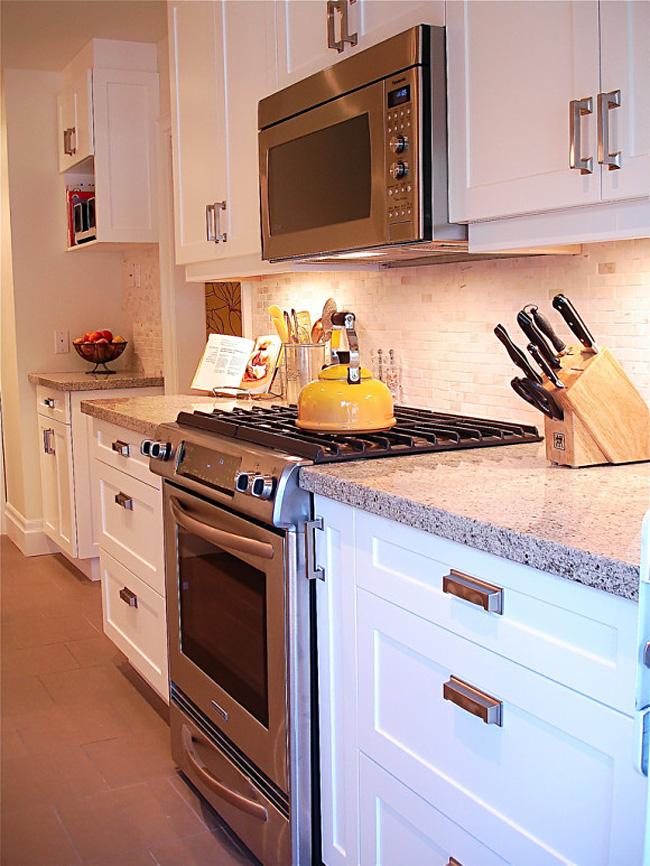 Микроволновая печь в интерьере кухни фото