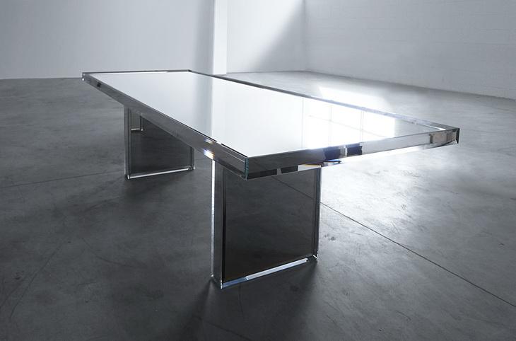 Эксклюзивный обеденный стол с зеркальной поверхностью от  Tokujin Yoshioka