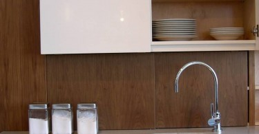 Ящик для хранения пищевой плёнки в кухонном гарнитуре