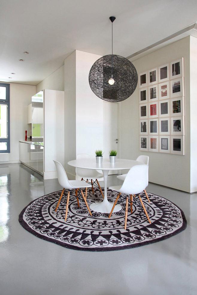 Уголок для завтрака в интерьере кухни Downtown Athens Apartment от Ese Studio