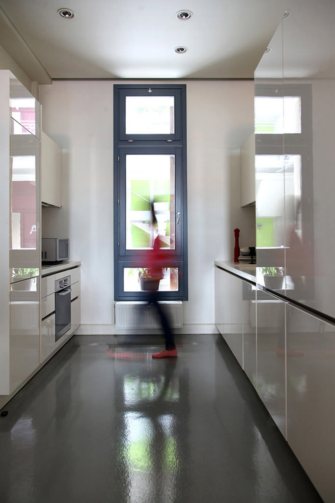 Стильный дизайн интерьера кухни Downtown Athens Apartment от Ese Studio