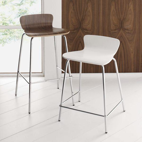 Современные барные стулья из натурального дерева