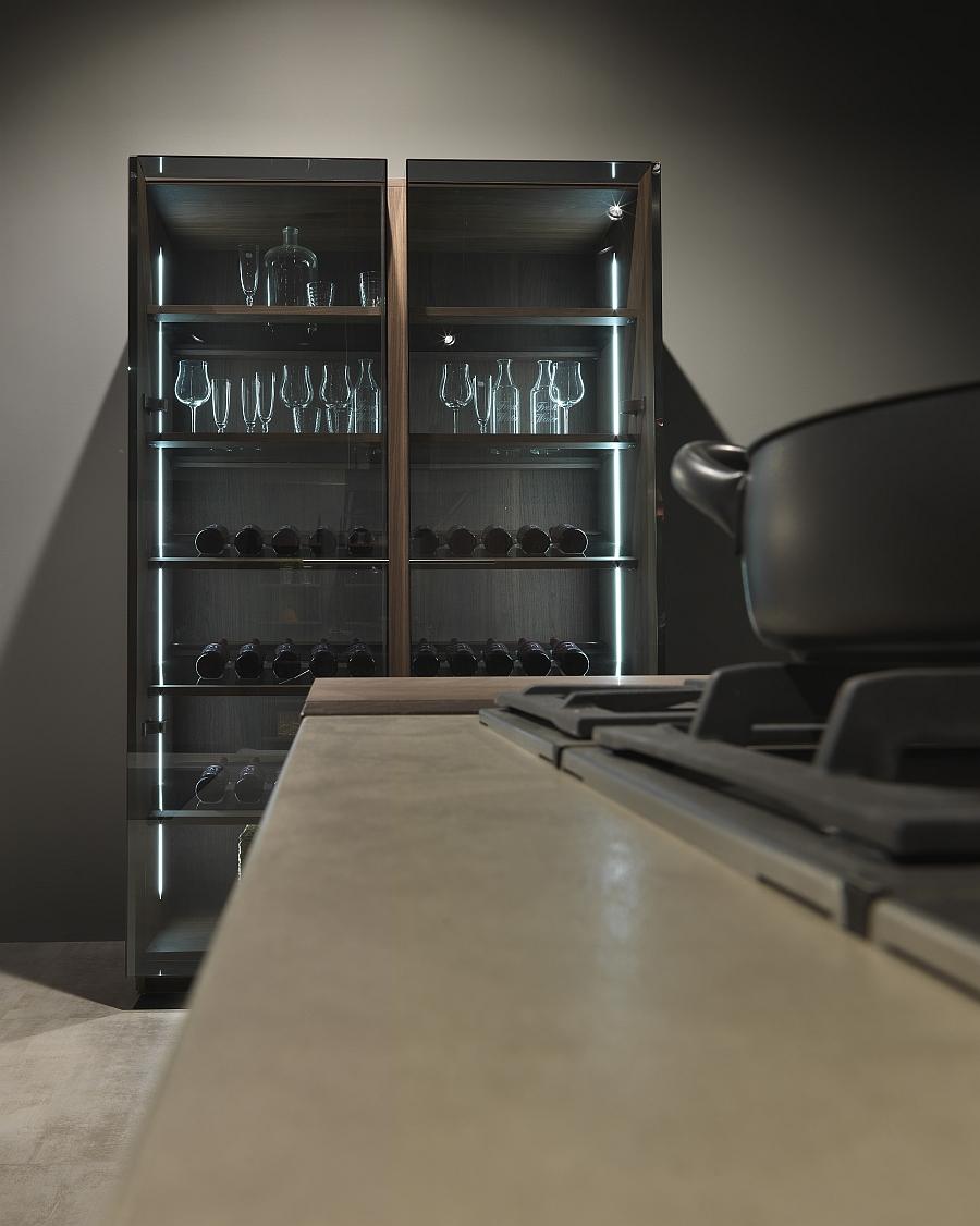 Стильный дизайн буфета для хранения вина кухни Urban Chic от Pedini