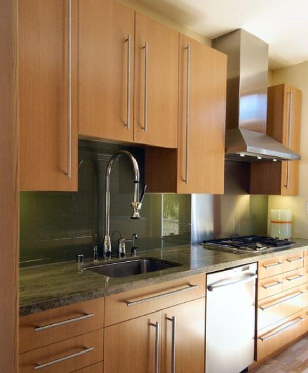 Стильный дизайн крана с системой pull-out в интерьере кухни