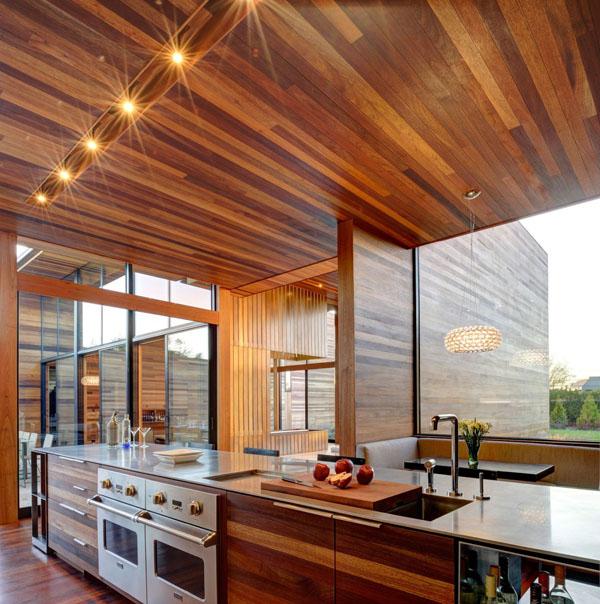 Красивая деревянная кухня