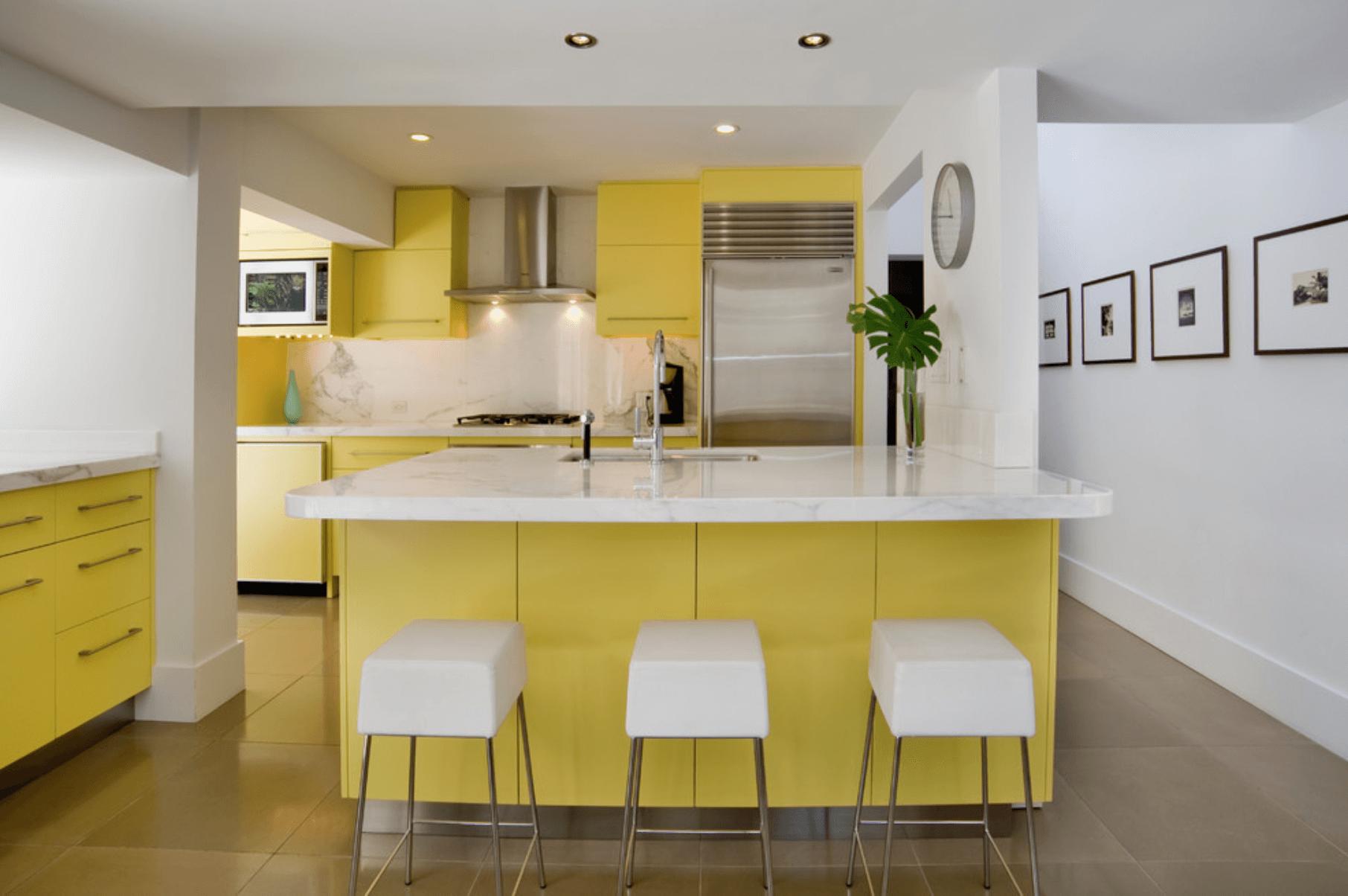 Дизайн кухни в оттенках желтого цвета. Фото 4