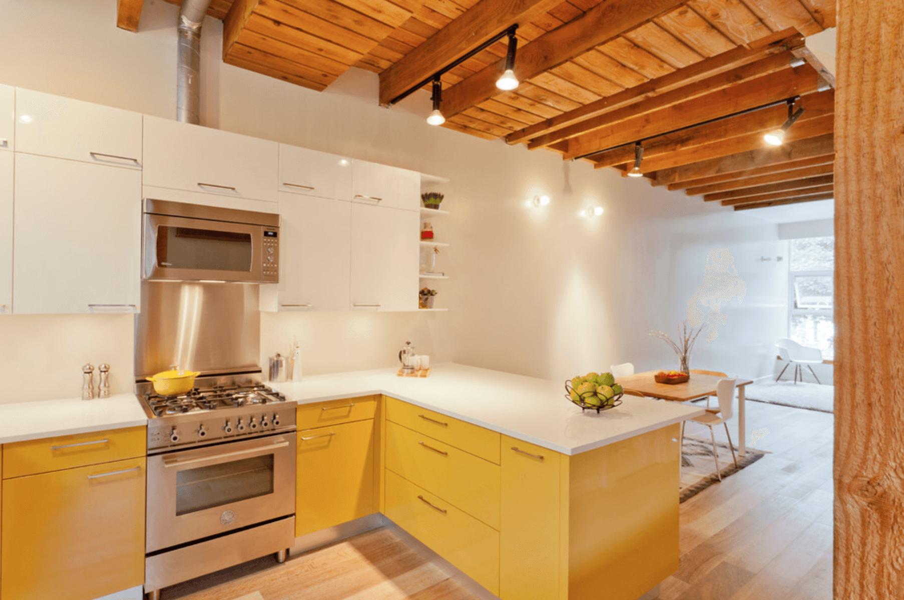 Дизайн кухни в оттенках желтого цвета. Фото 5