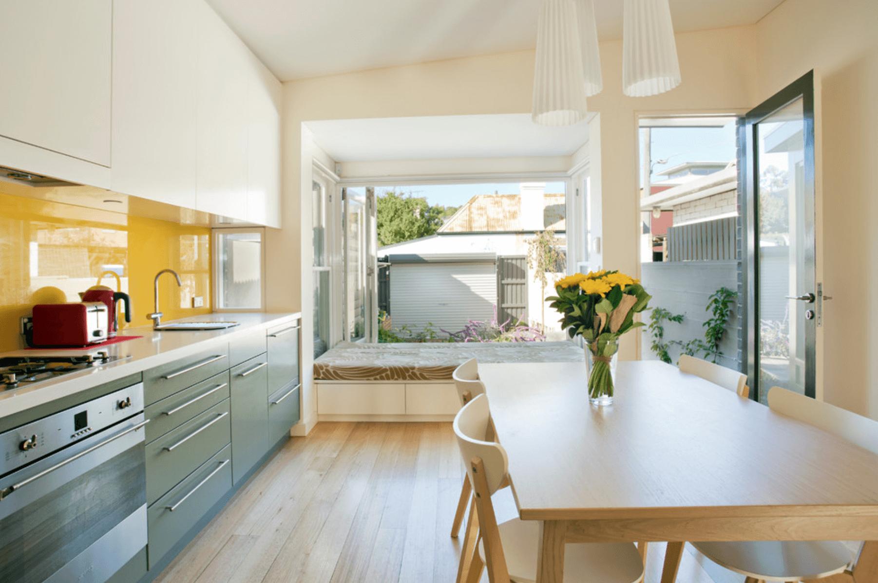 Дизайн кухни в оттенках желтого цвета. Фото 6