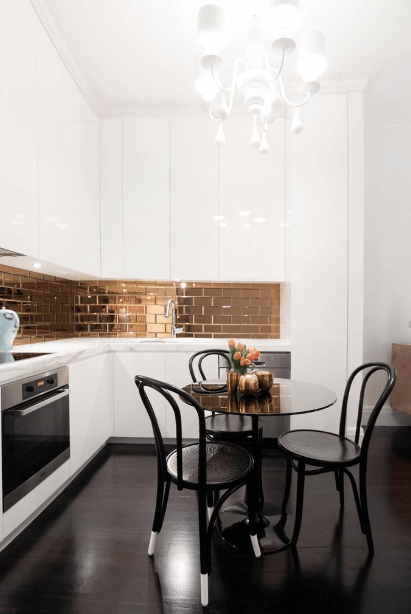 Дизайн кухни с металлическими элементами. Фото 1