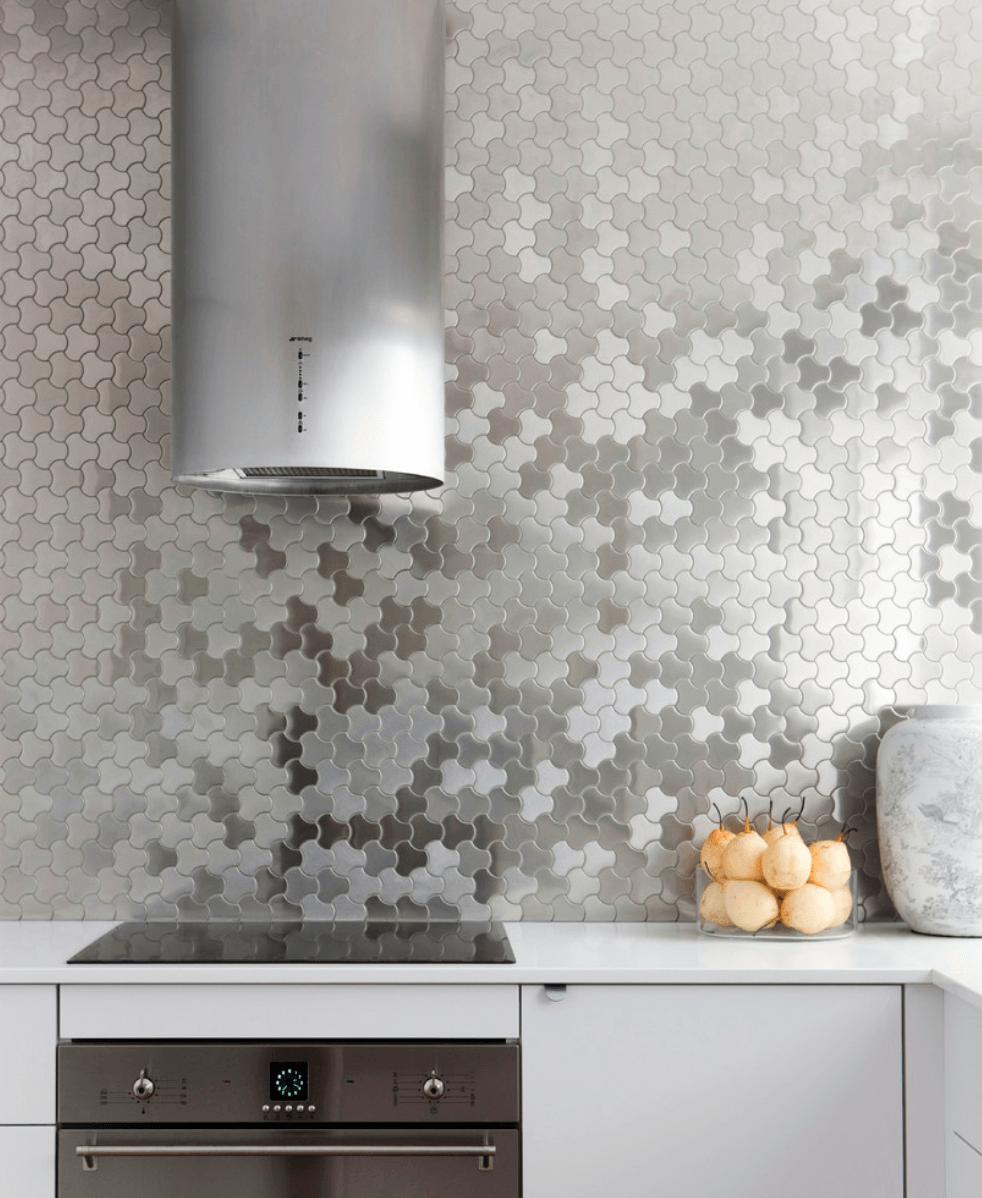 Дизайн кухни с металлическими элементами. Фото 3