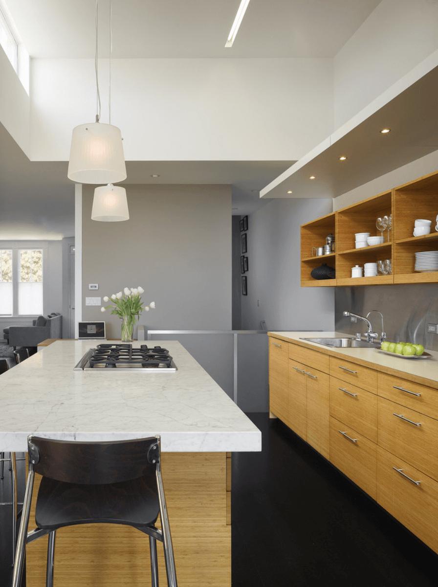 Дизайн кухни с сочетанием различных цветов. Фото 1