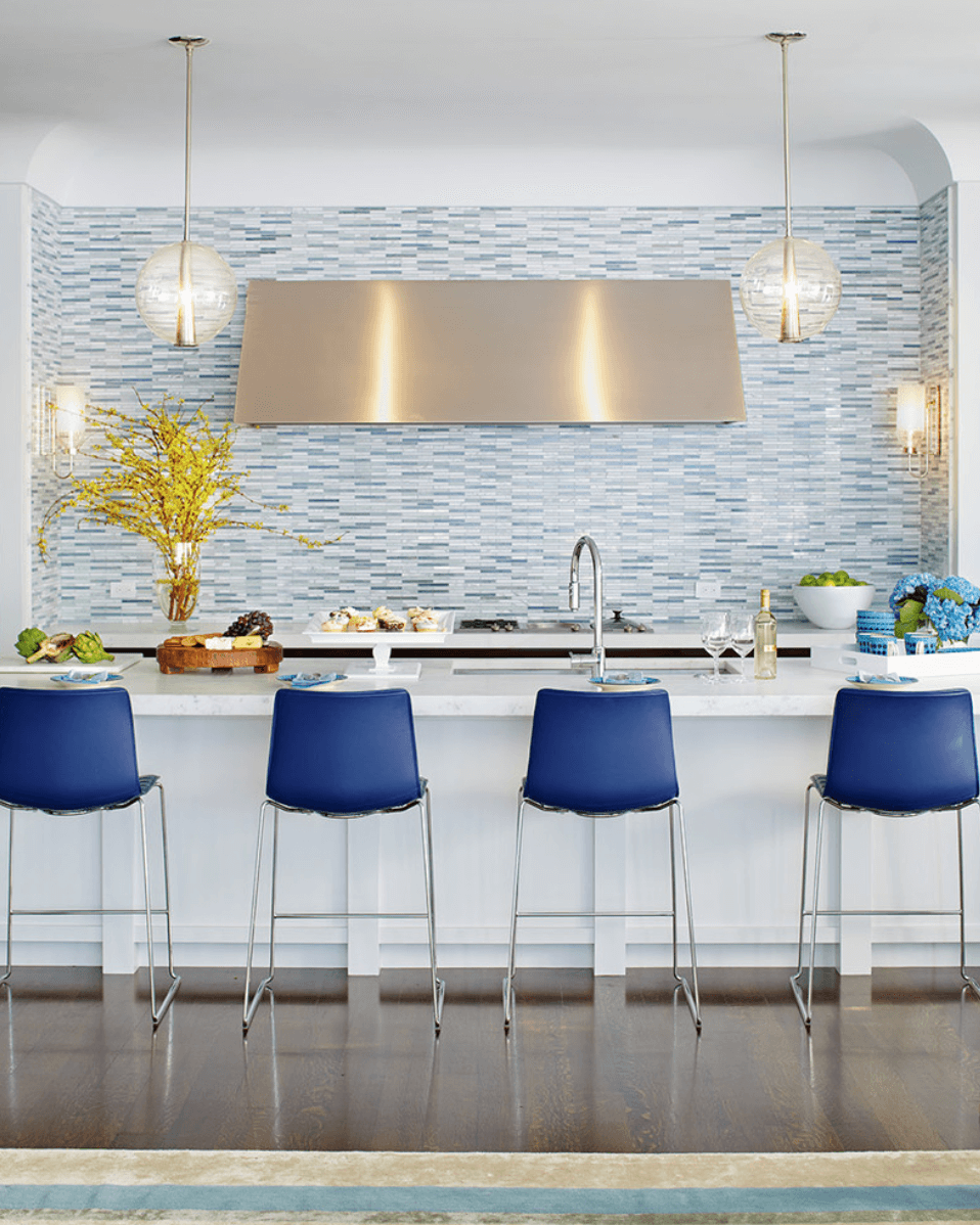 Дизайн кухни с сочетанием различных цветов. Фото 6
