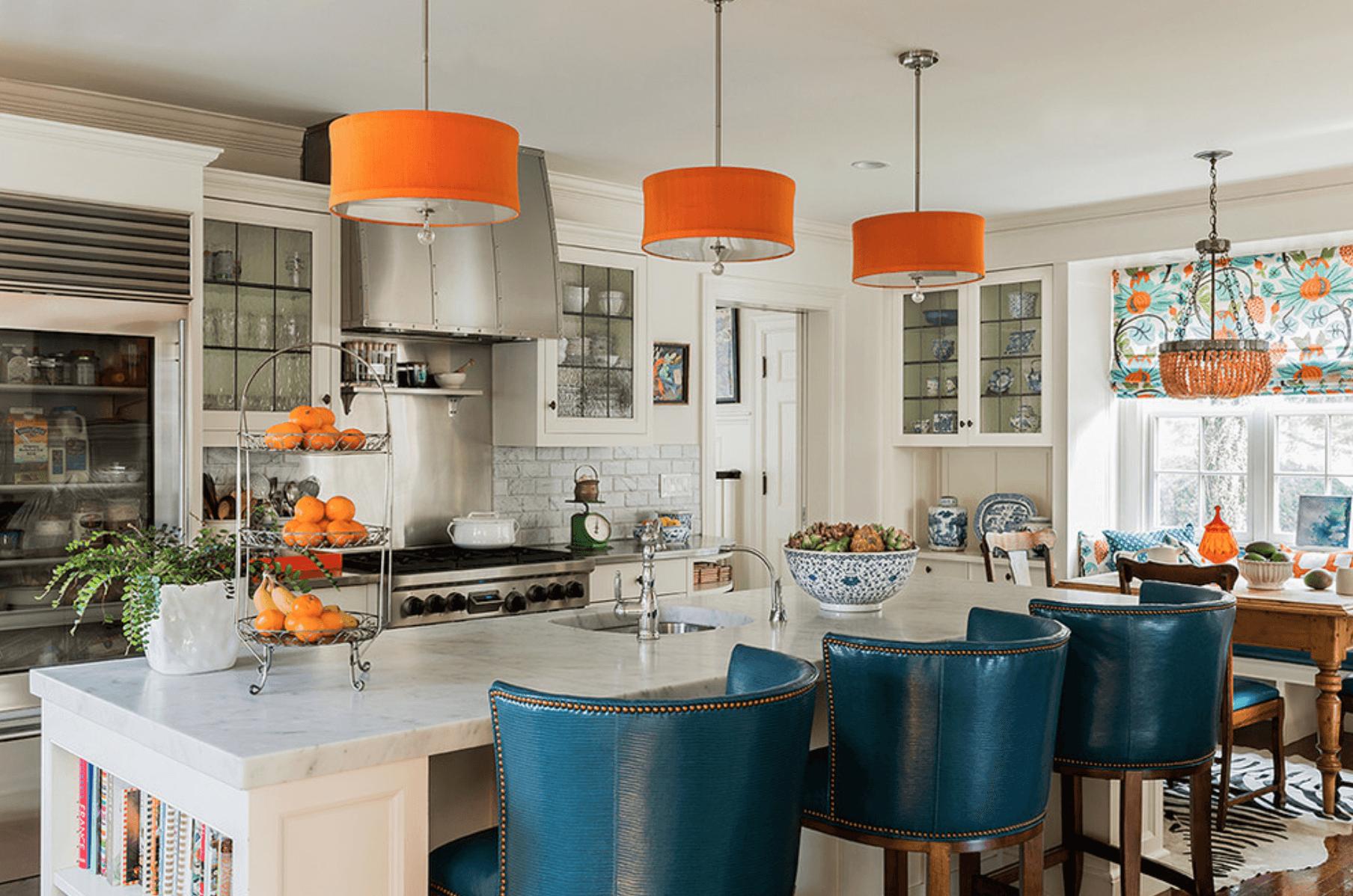 Дизайн кухни с сочетанием различных цветов. Фото 7