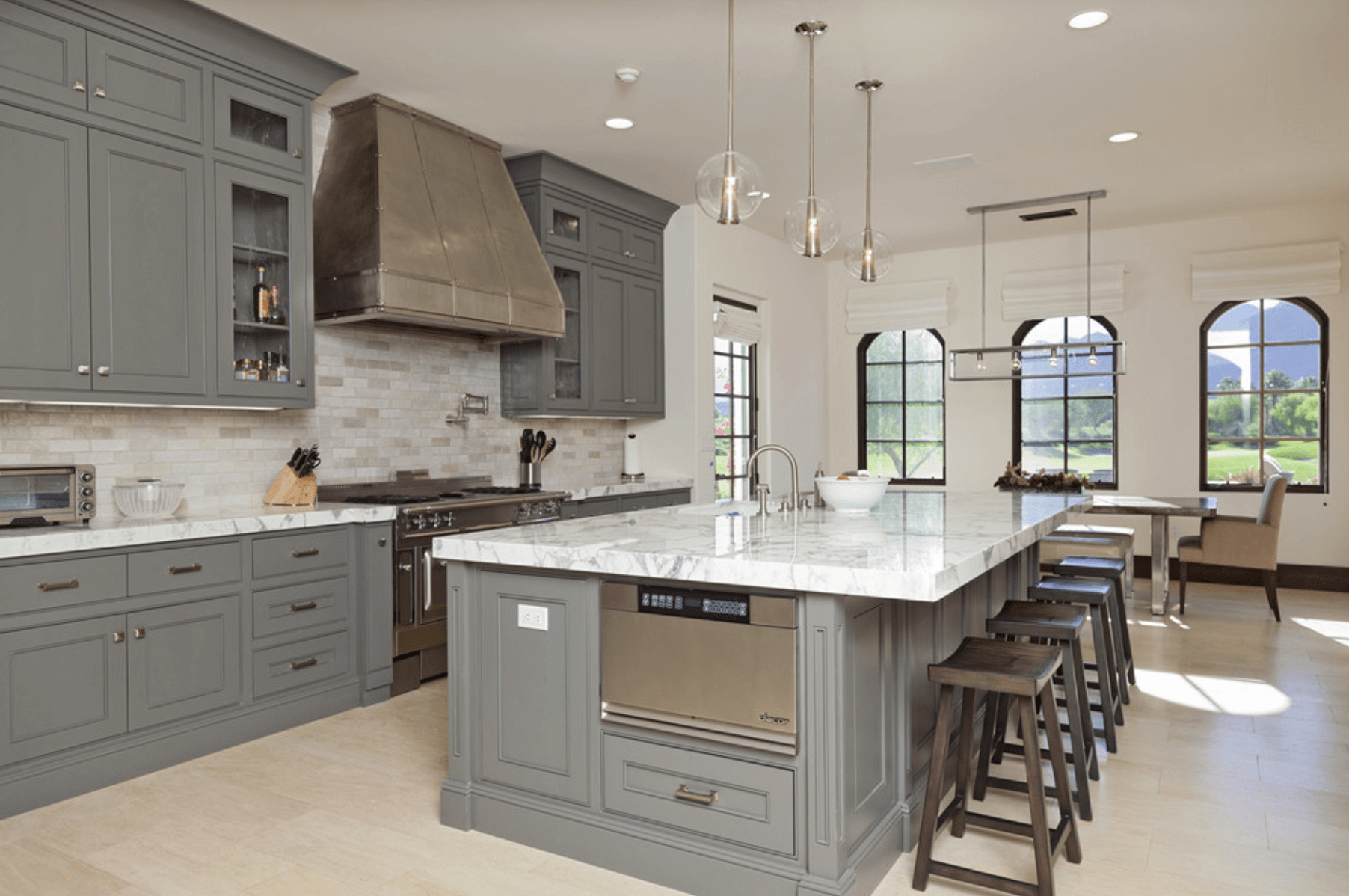 Дизайн кухни в оттенках серого цвета. Фото 4