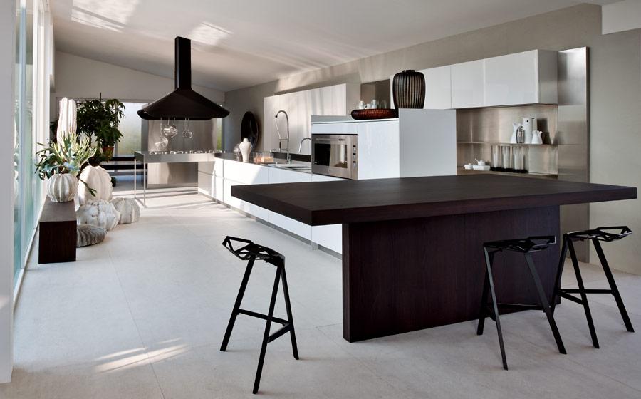 Современная модульная кухня от Elmar в чёрно-белой гамме