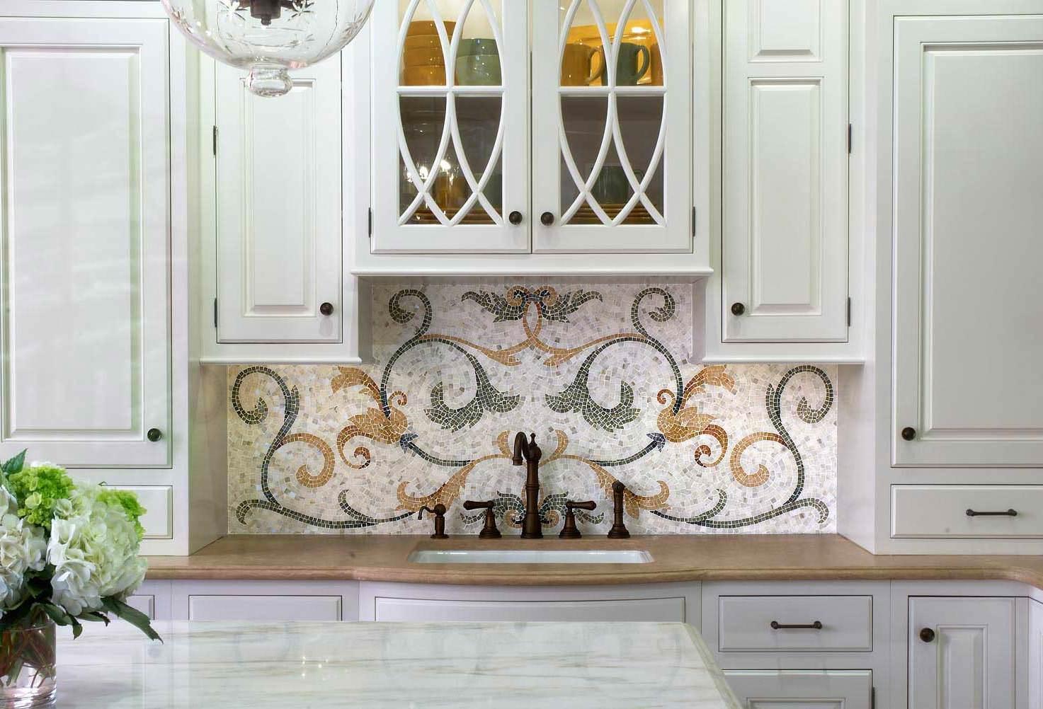 Мозаичный узор  в оформлении кухонного фартука