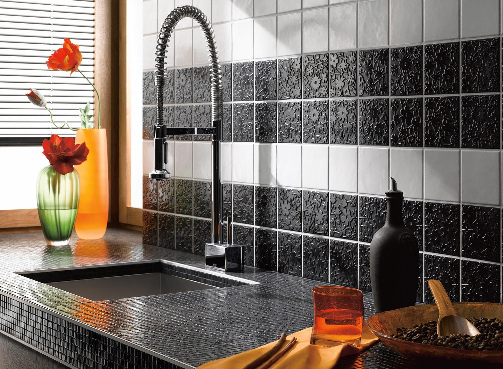 Кухонная столешница оформленная мозаикой