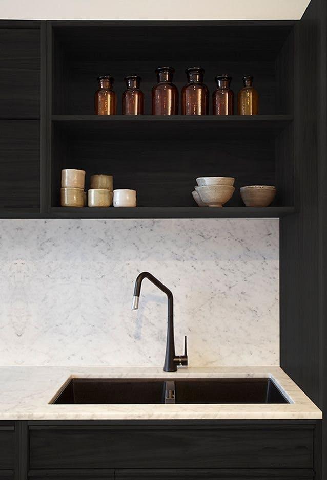 Мрамор в интерьере кухни. Фото 1