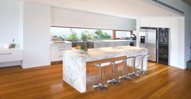 Оригинальные идеи оформления кухонных интерьеров: мраморные столешницы для кухни