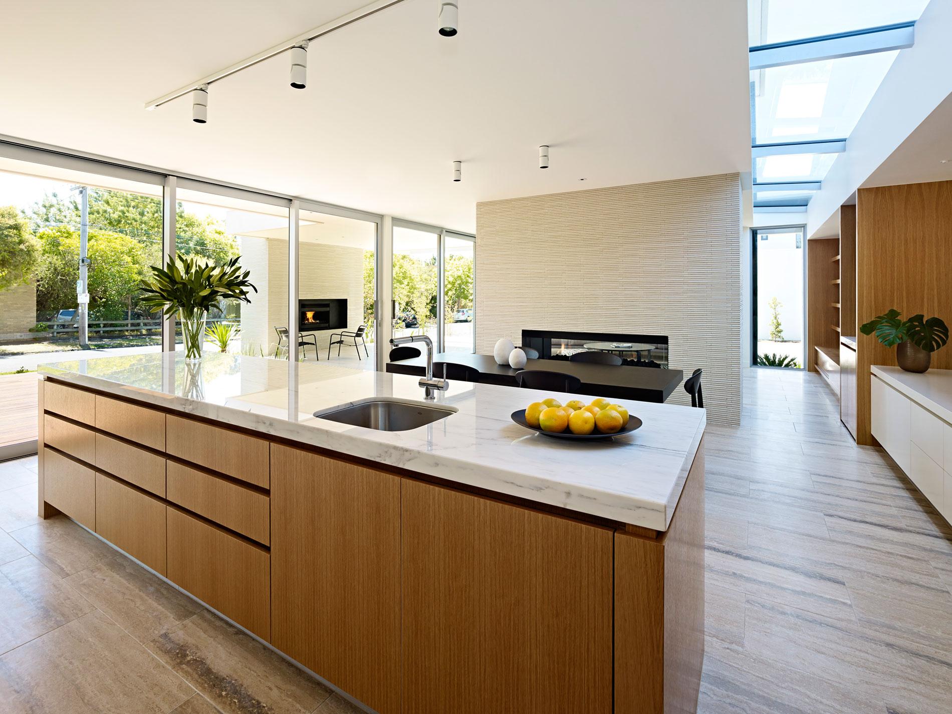 Мраморные столешницы для интерьера кухни - Фото 12