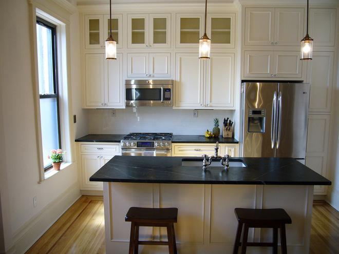 Многофункциональный кухонный остров в стильном интерьере кухни