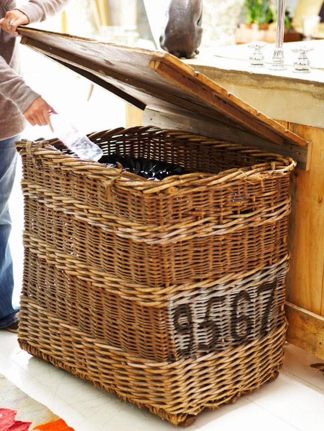 Плетёная корзина в качестве мусорного ведра