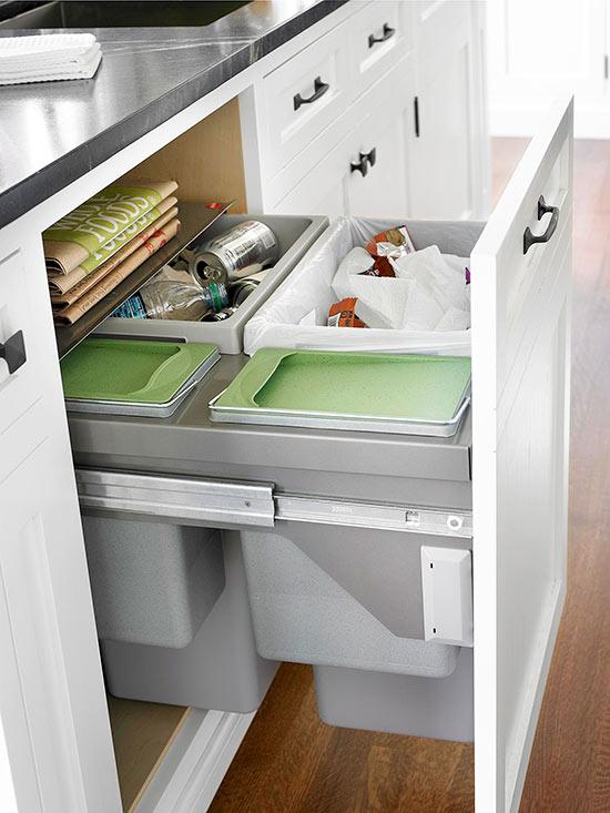 Выдвижной мусорный ящик на кухне