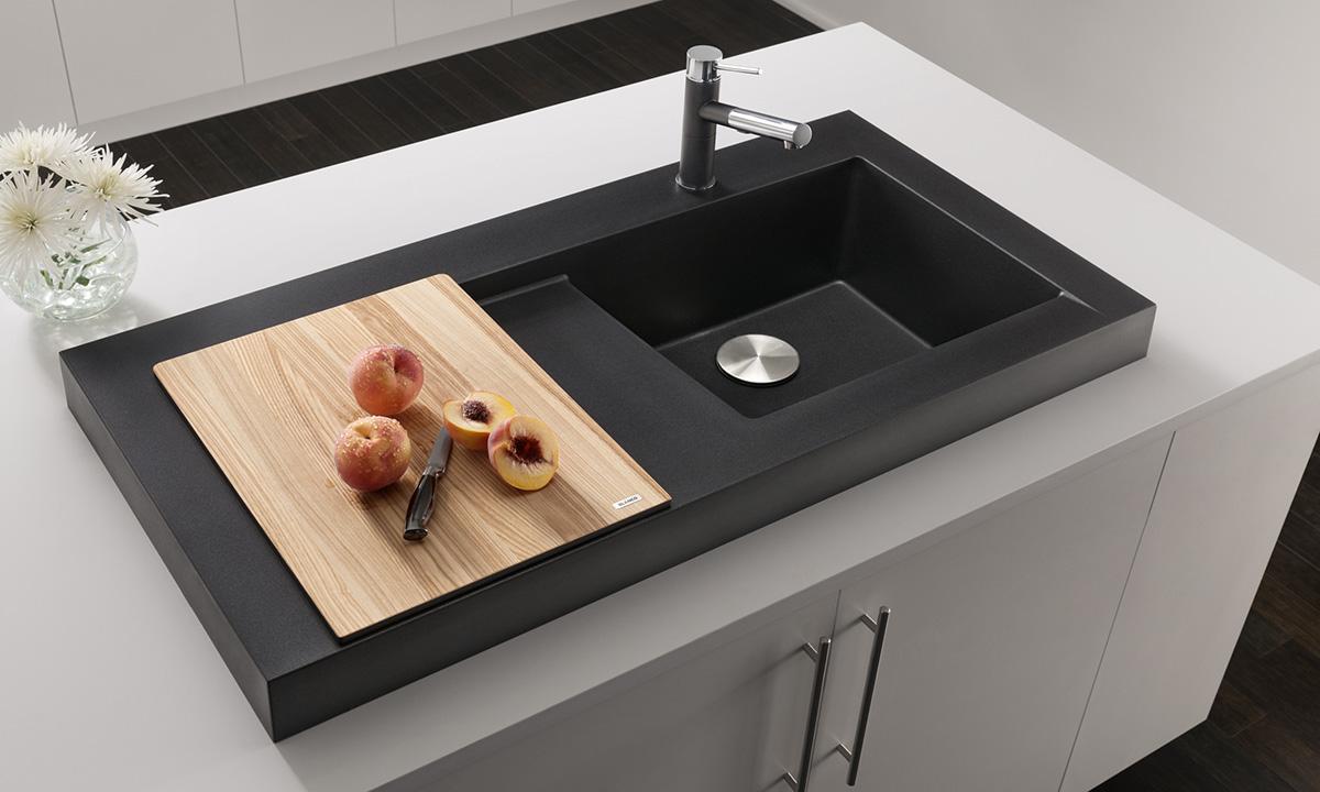 Накладная раковина для кухни: деревянная разделочная доска