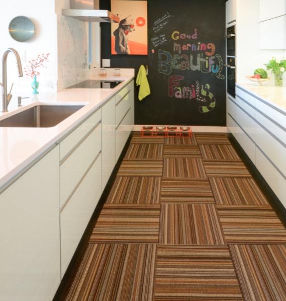 Спокойные тона ковролина кухни
