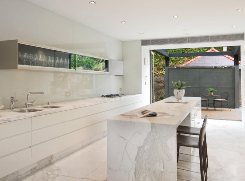 Кухня из натурального камня