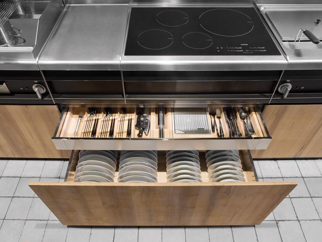 Выдвижные ящики для храниения посуды и столовых приборов