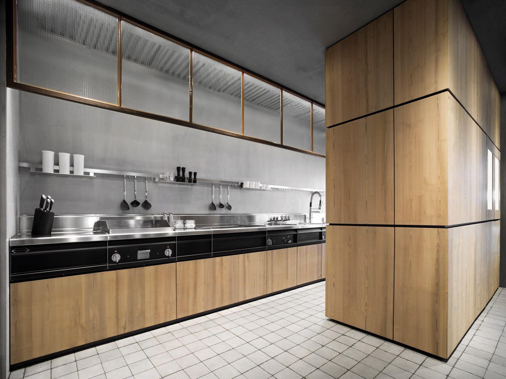 Дизайн проект кухни из натурального дерева от Minacciolo