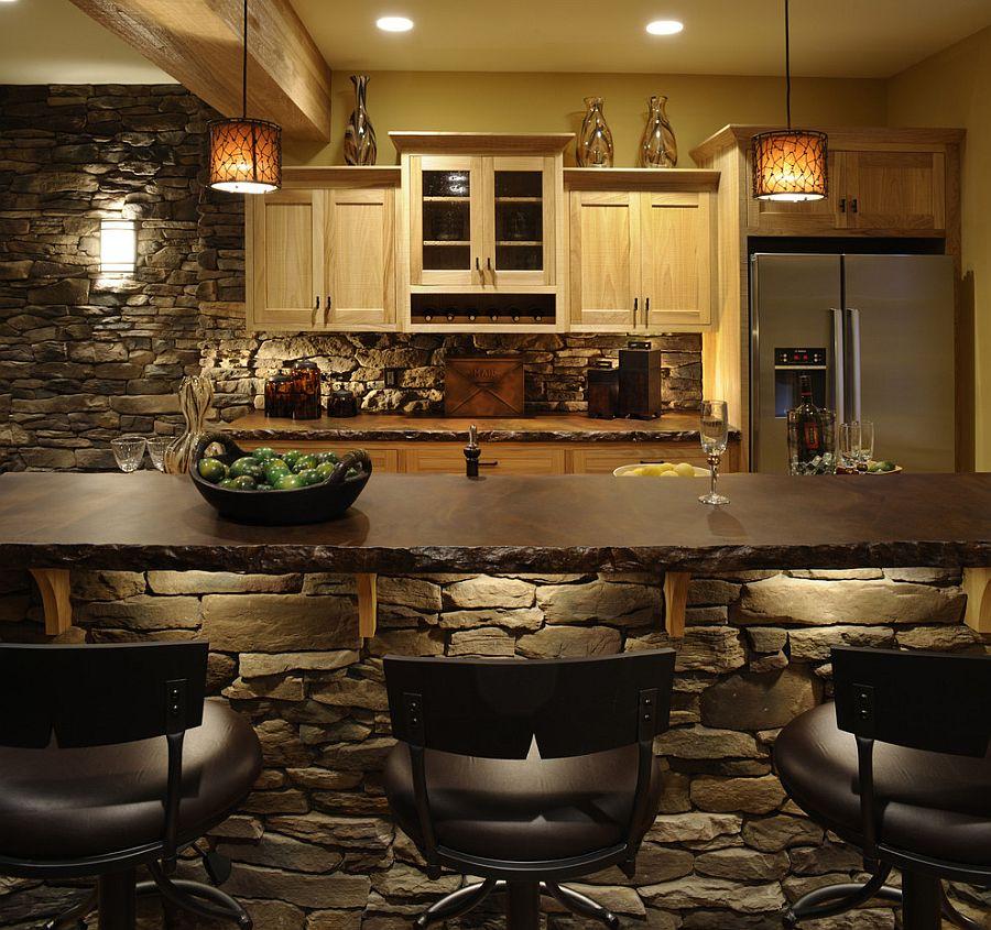 Натуральный камень на стенах в интерьере кухни