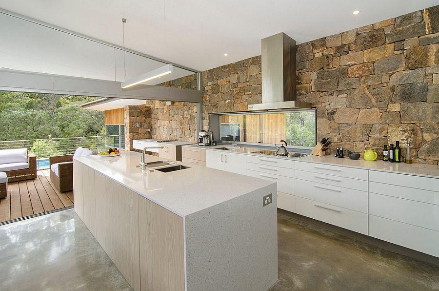 Дизайн белого кухонного гарнитура в интерьере