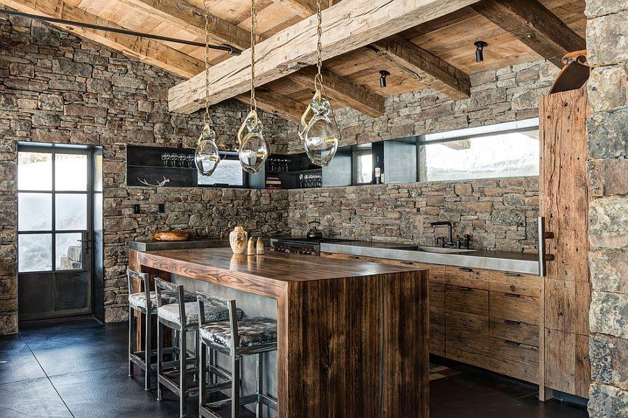 Кухонные гарнитур из старого дерева в интерьере кухни