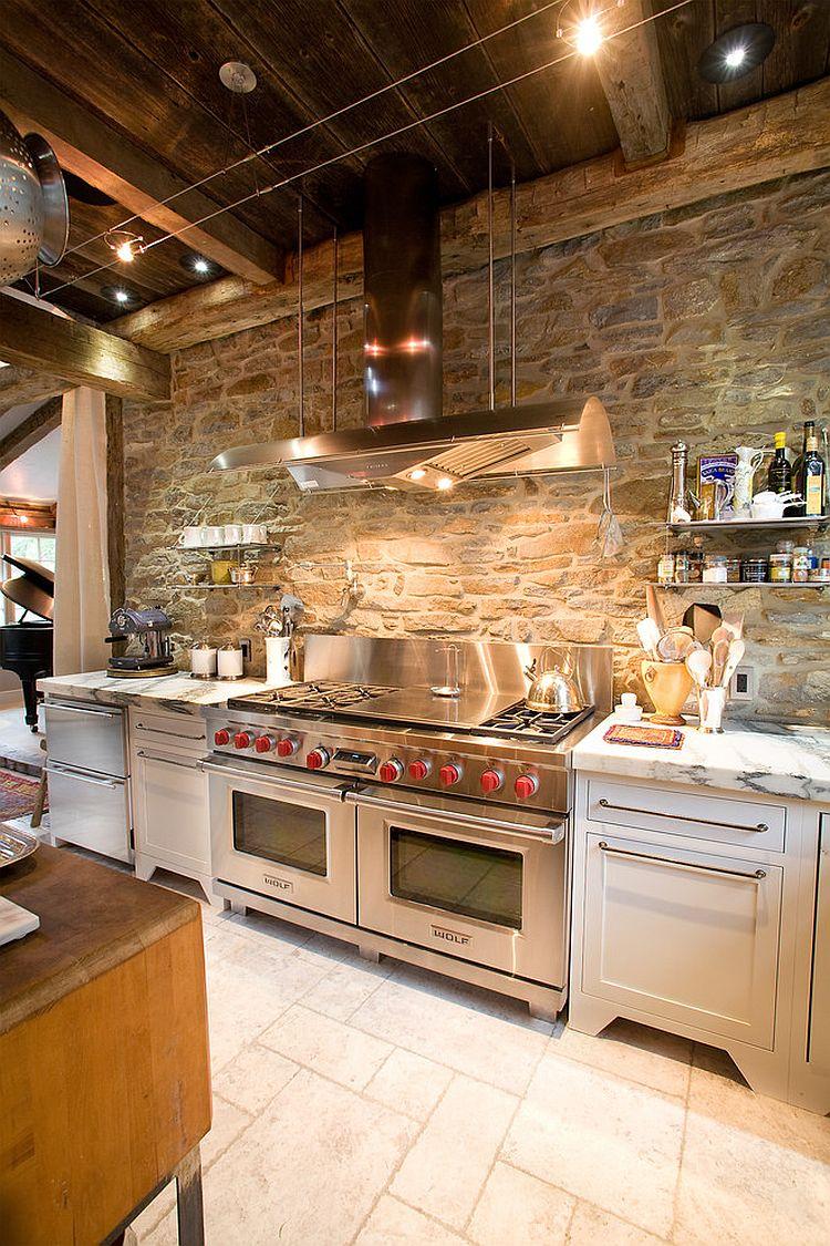 Белые мраморные столешницы в интерьере кухни