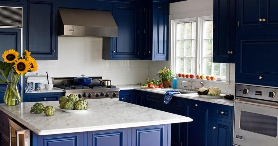 Кухонные шкафчики. Дизайн в различных цветах и стилях: сапфировый цвет