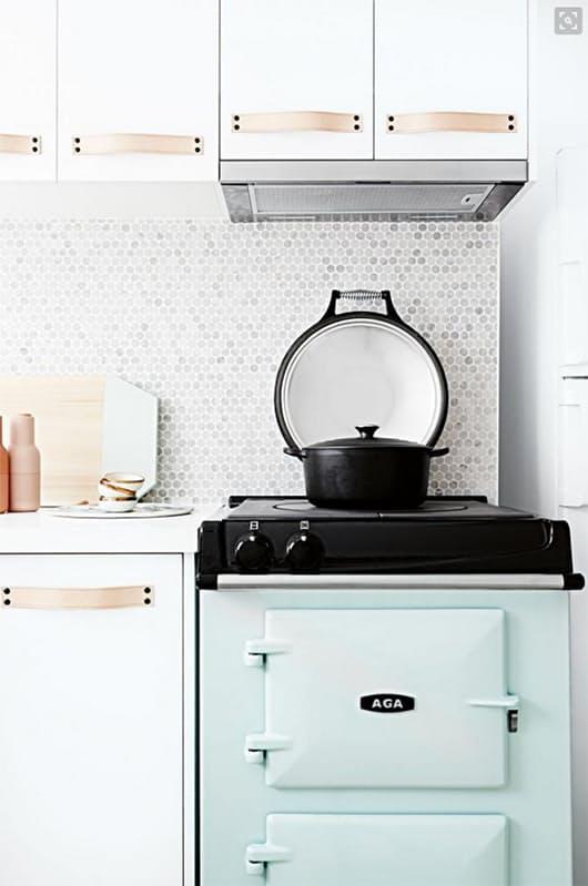 На кухне печь в стиле винтаж
