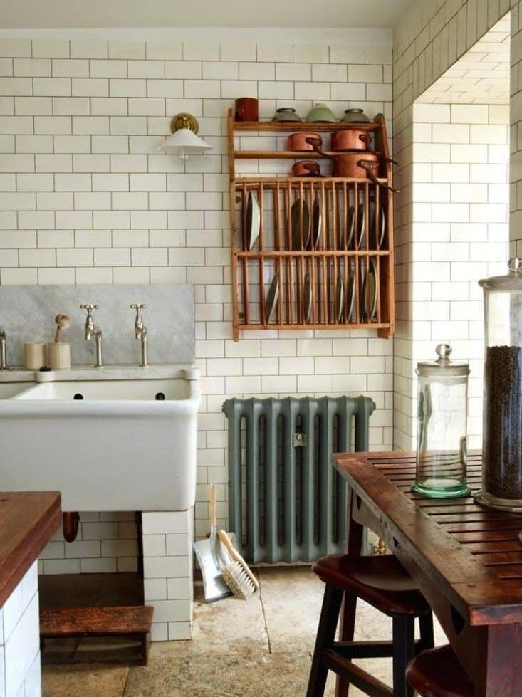 На кухне в стиле винтаж: для хозяев эта мойка – древняя